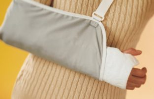 How to Use an Arm Sling for a Fractured Shoulder